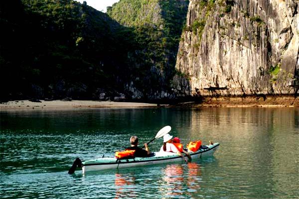 kayakinghalongbay.jpg